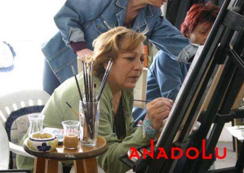 Zeliha Hanım Resim Çalışırken Bursa